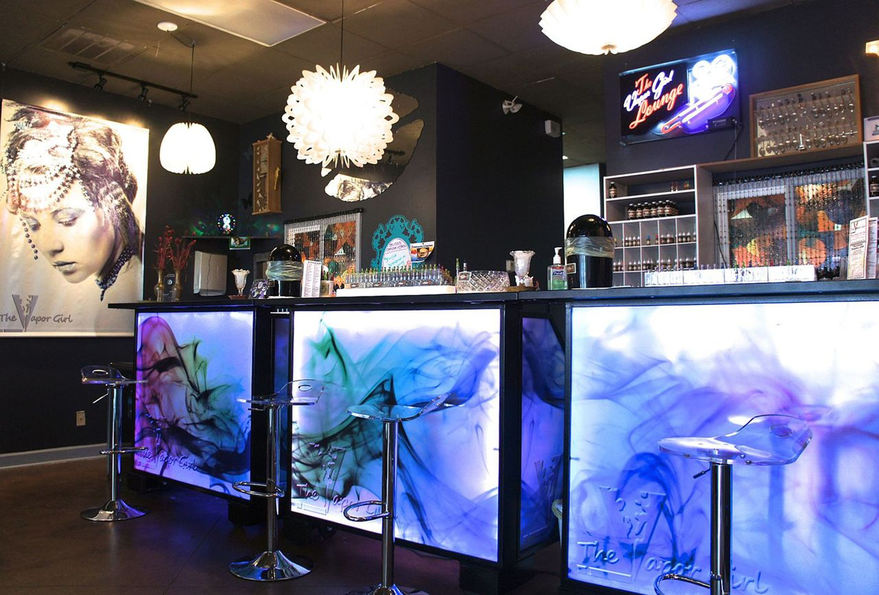 Vape shops' and 'E-Cigarette lounges' open across the USA to